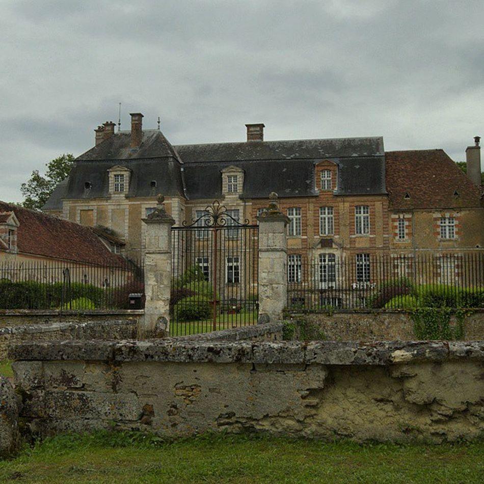 Château fort de L'amande Chateaudelalande Puisaye Yonnetourisme Yonne igersbourgogne grainedenature