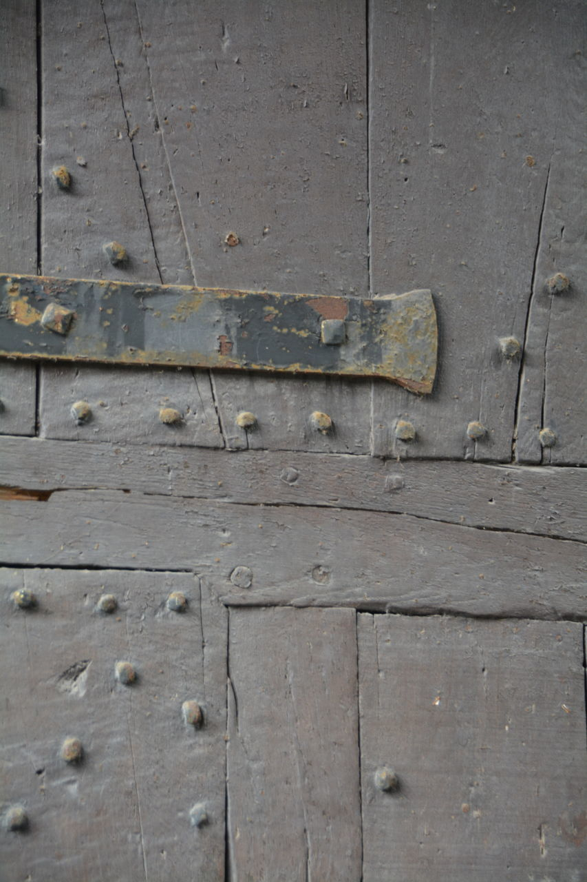 wood - material, old, door, backgrounds, full frame, textured, no people, weathered, close-up, pattern, outdoors, day, hinge, latch