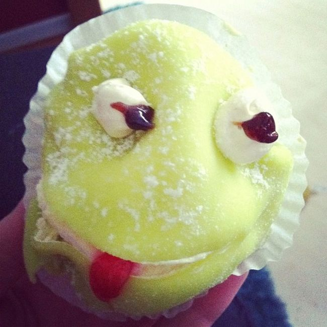 Tack pappa, alltid lika mysigt och roligt när du kommer på besök :) Groda Bakelse Pastry Frog delicious fun cute cake foodporn sweets grodbakelse instafood instacake instafrogs