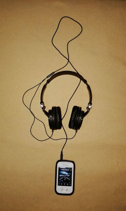 TakeoverMusic Music Single Object No People Indoors  Cable G ClaveDeSol Headphones Love Music  Creativity Sound Soul Cellphone