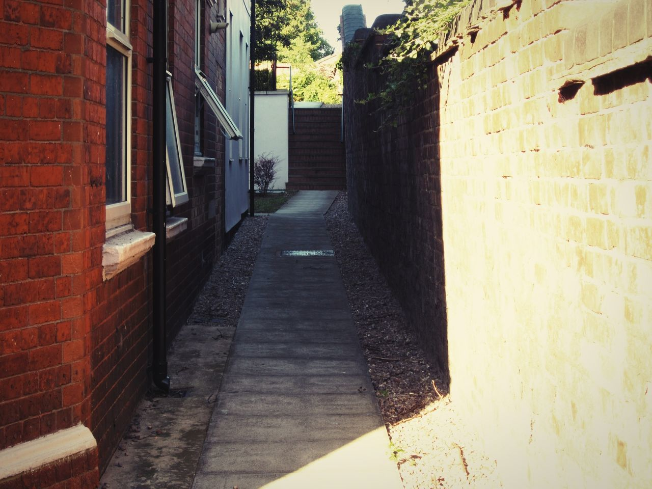 architecture, built structure, building exterior, brick wall, the way forward, day, no people, outdoors