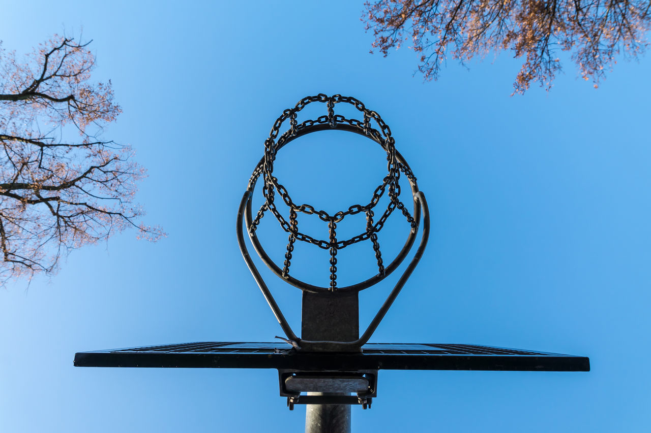 Basket Basketball Basketball - Sport Basketball Basket Basketball Hoop Basketball Hoop Basketballkorb Clear Sky Day Directly Below Law No People Outdoors Sky Sport Sport In The City Trees