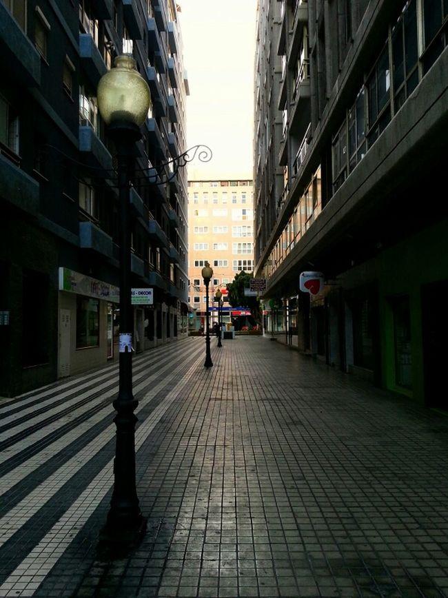 "...Serie: ""Rincones de Las Palmas moderna"" Streetphotography City Walking Photowalk Picoftheday Farolas Ciudad Eye4photography  Acera ...Rincones De Las Palmas ModernA... Hanging Out"