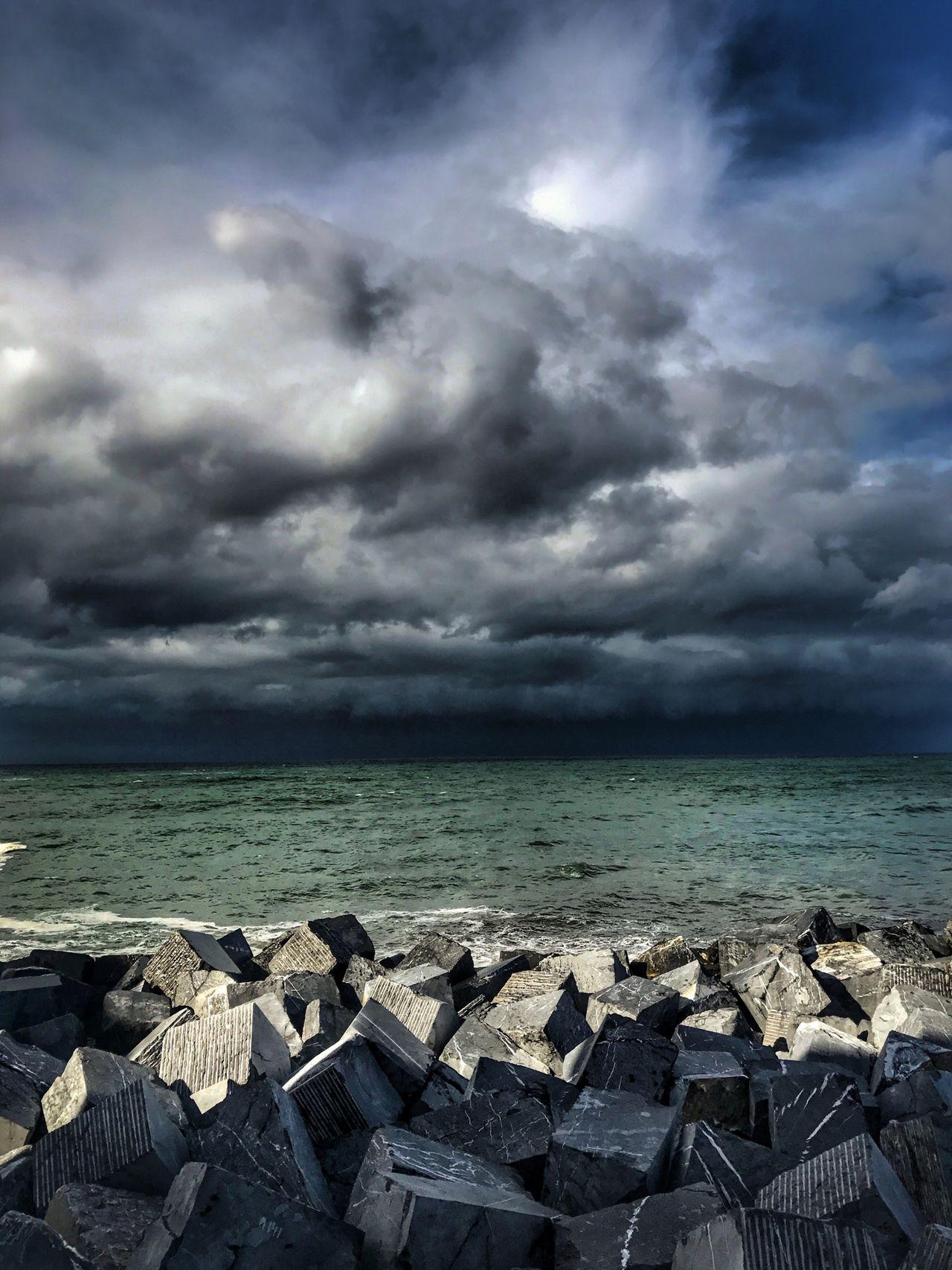 Sea Sky Cloud - Sky Beauty In Nature No People Horizon Over Water Cantábrico Donostia / San Sebastián