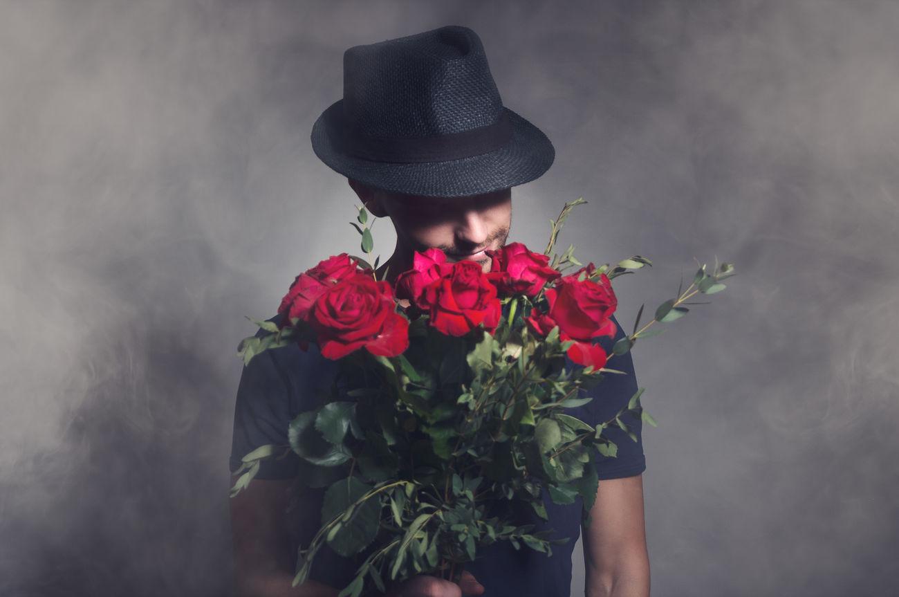 Boy Boyfriend Conceptual Cute Flirt Flirting Flirty  Flower Flowers Girlfriend Lifestyles Lover Man Mysterious Mystery Romance Romantic Roses Rosé Secret Surprise Surprise! Valentine Valentine's Day  Valentinesday