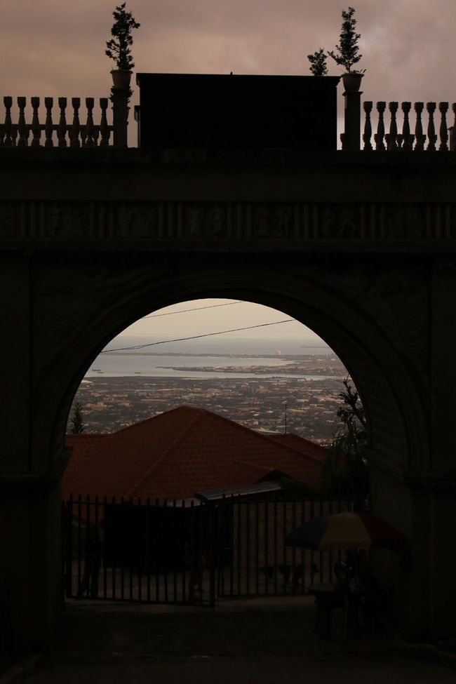 Frame It Outdoors Day Arch Mountain Silhouette Travel Destinations Famous Place Architectural Column Architecture Built Structure Outdoor Photography Tranquility Dramatic Sky Random Dramatic Angle People And Places Architecture Photography Natural Beauty RandomShots Beauty Beauty In Nature Sunlight