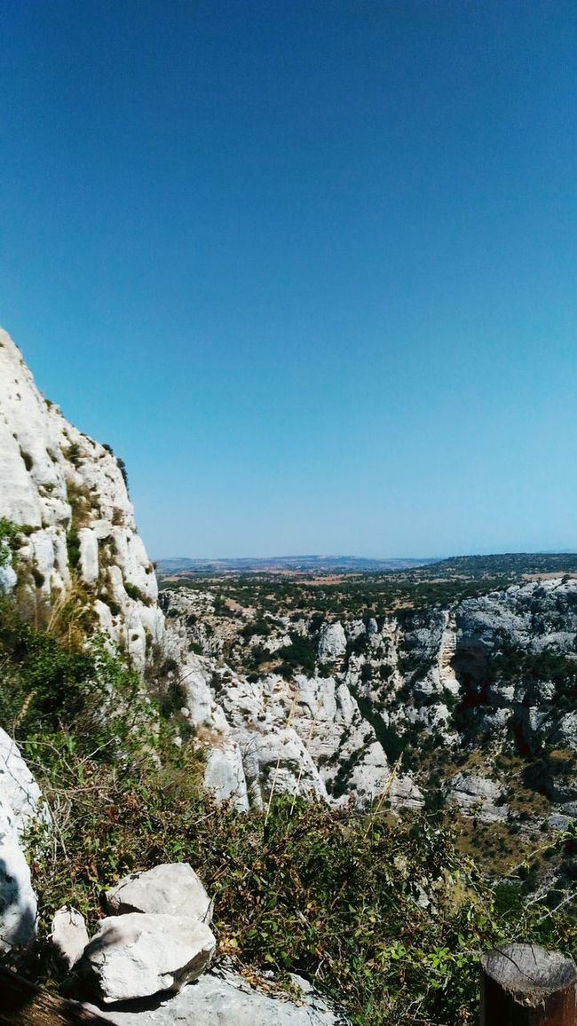 On the top of the world 🌄 Good Morning! Mountains Top Sky Nature Beauty In Nature Landscape Horizon On The Top Of The World Heaven On Earth Taking Photos Sicilia Cavagrande September My Favorite Place Fine Art From My Point Of View Vegetation Plants Rocks Siracusa