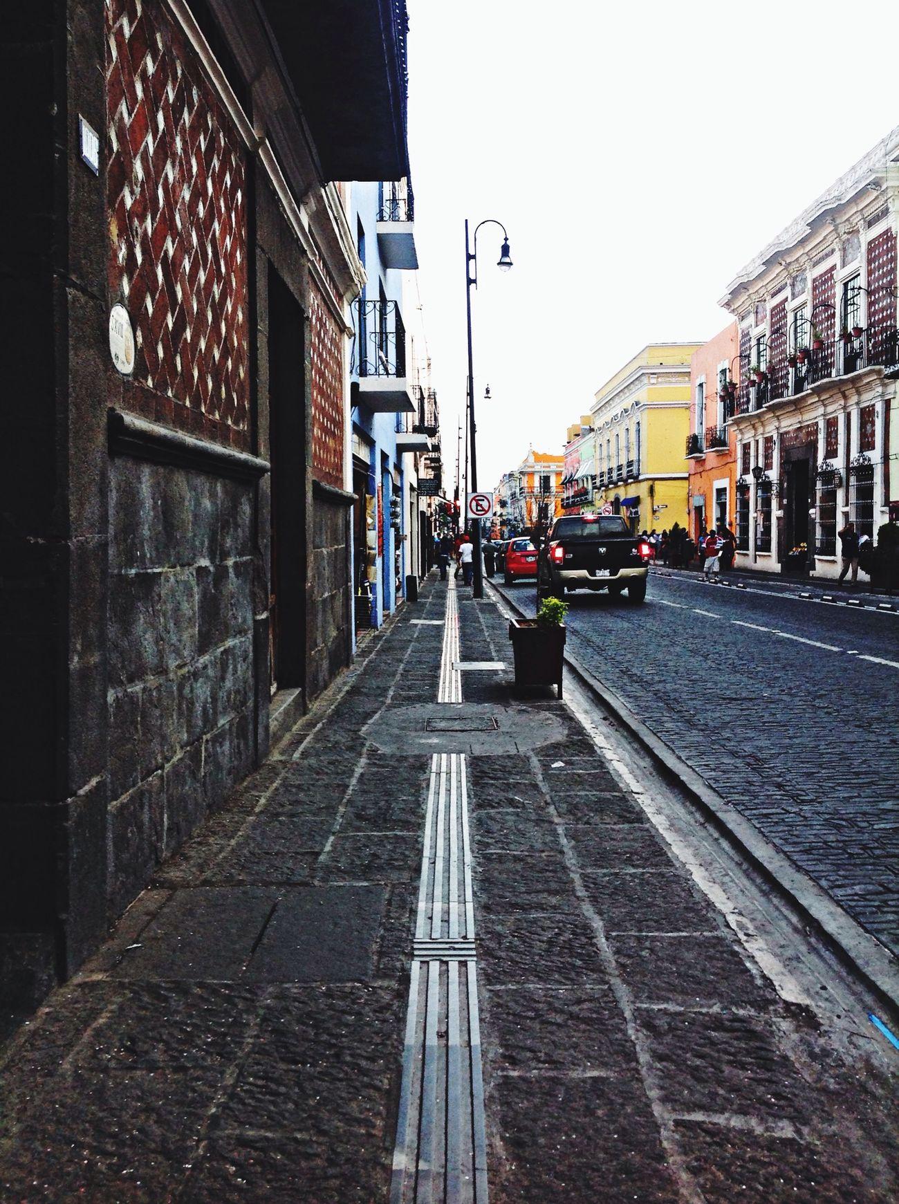 Busquen y recuerden siempre lo bello de la vida cada día. Puebla Calle Reflection Dia