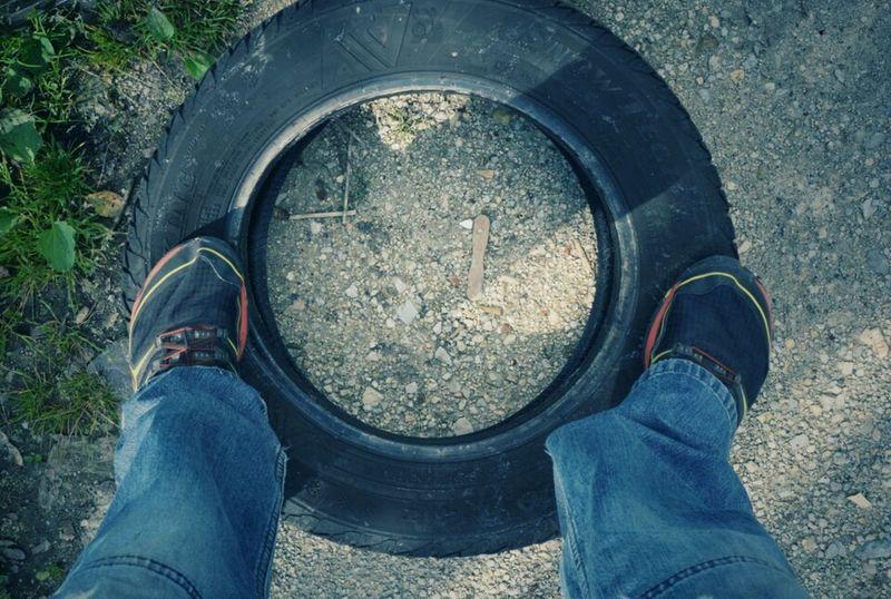 Rubber kompas Tire Kompas Standing On The Tire Polution