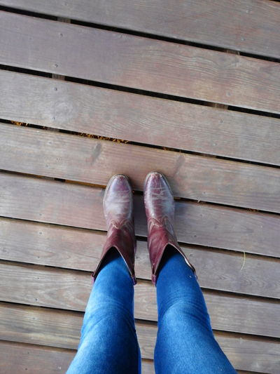 Conception Boots Wood Planks Texas Backgrounds Country Backroads South Texas Cowgirls Cowgirl Boots Caption This Country Country Living