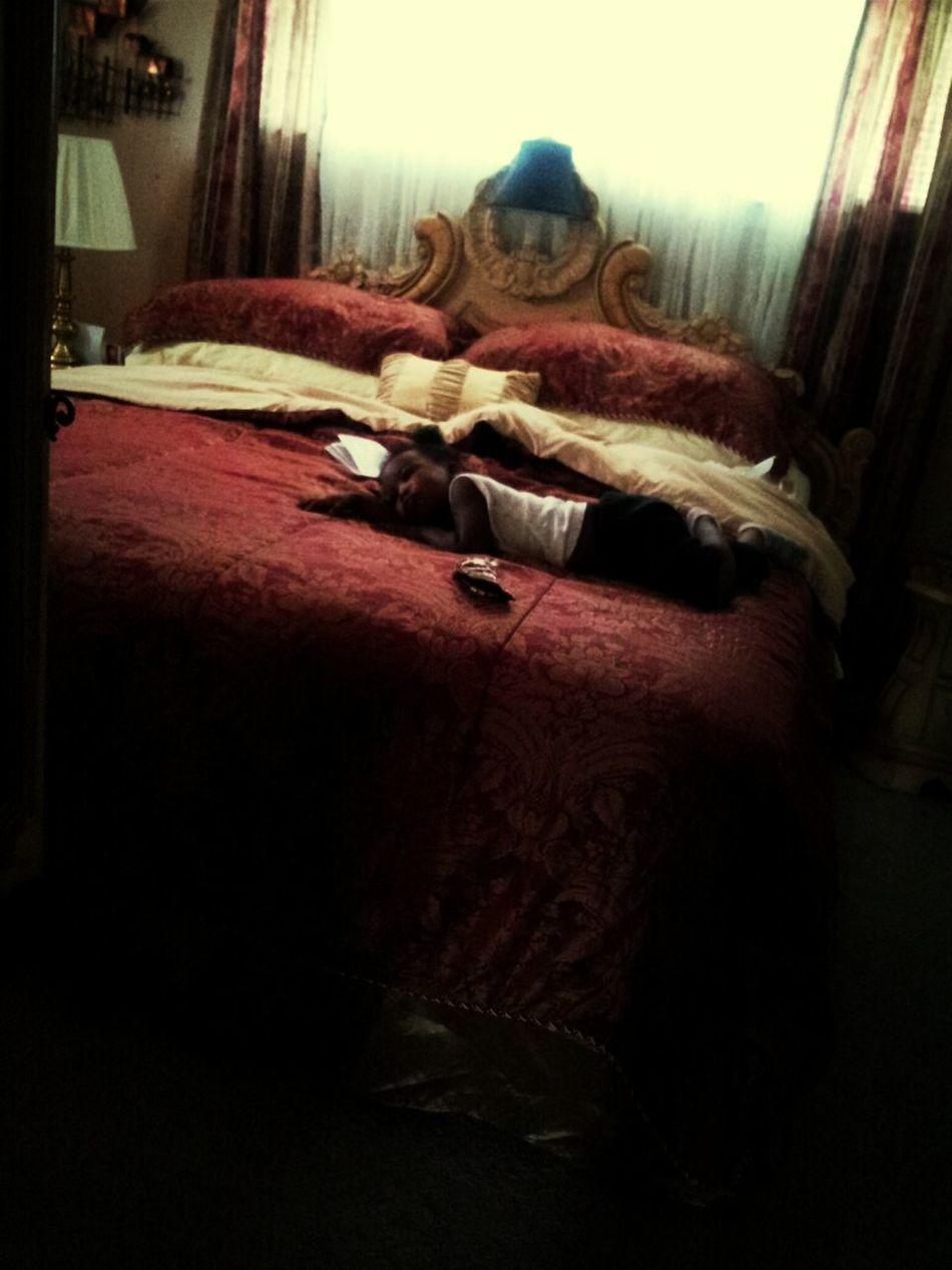 Khaila chilling in ha grandma room!!