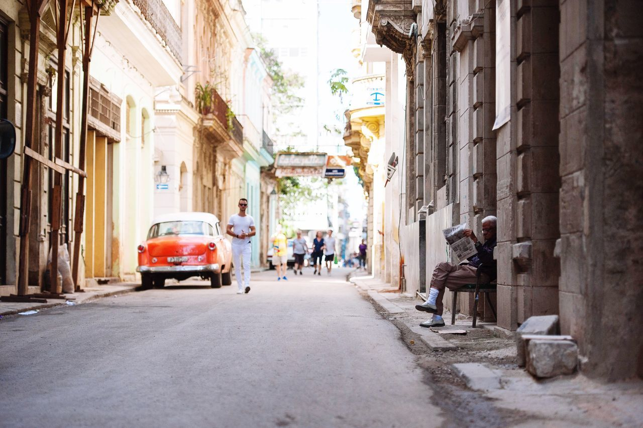 City Life is reading the new in the streets. Outside Living to the max!! Street City Old Town People 2017 Street Life Lifestyles Man Newspaper Reading EyeEmBestPics Eye4photography  EyeEm Best Shots - People + Portrait OpenEdit EyeEm Nikon Photo EyeEm Gallery EyeEm Best Shots Cuba Streetphoto_color Photography
