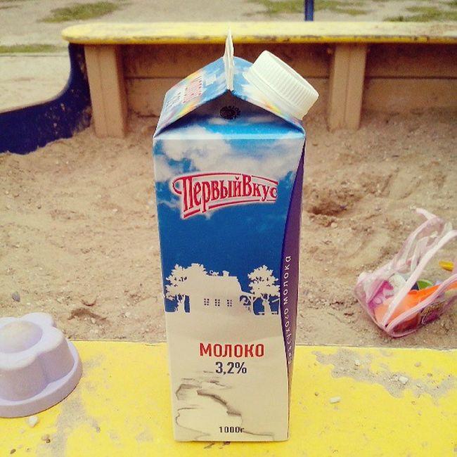Сидим с ребенком на раене, бухаем молоко. Семок нет. зож Vkgram Milk чотко