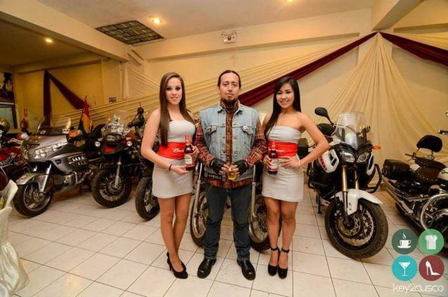 Again in Cusco with this two beautiful budweiser girls in 2nd Andean Riders MC meeting, over 100 bikes ....... we took the city hahaha Bikers Brotherhood Mc Chopper Bike Ride Or Die Motoaventura Hello World Ontheroad