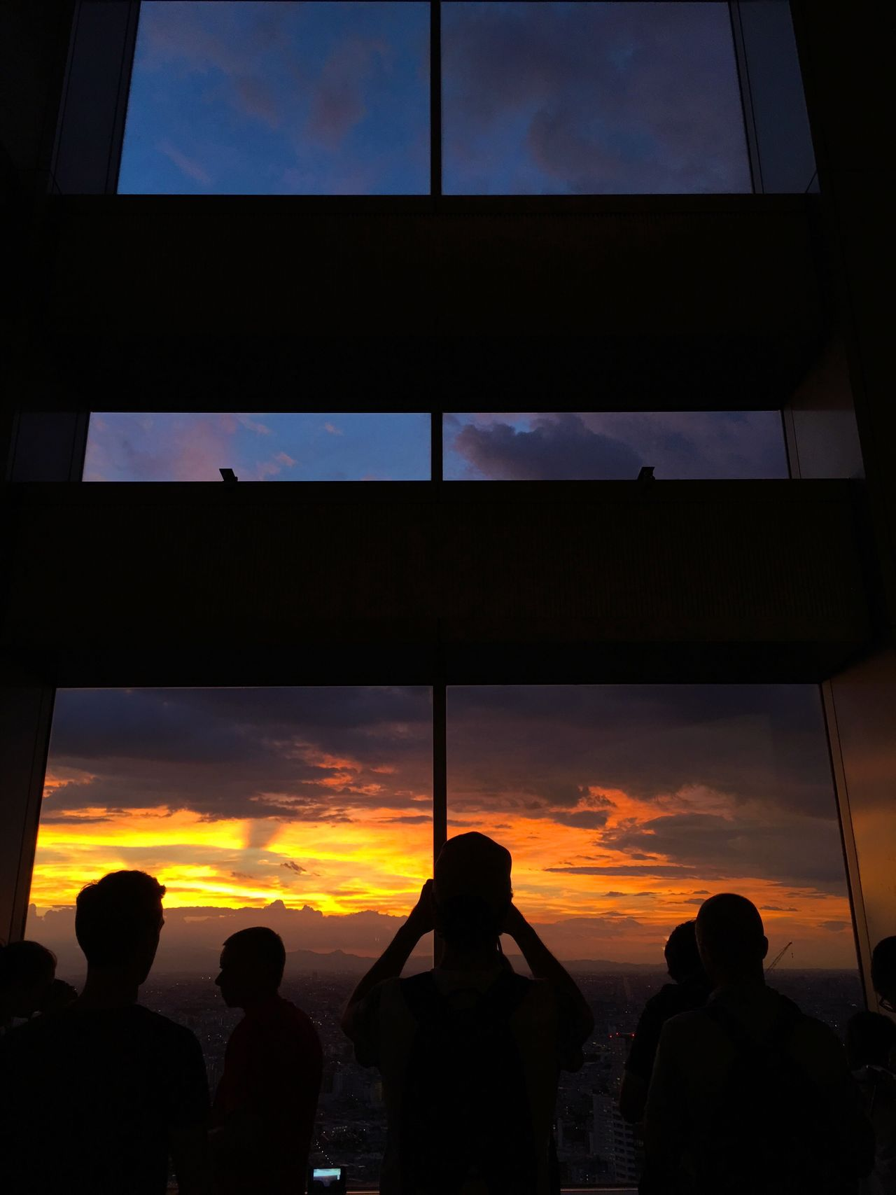 夕日 Sunset と 窓 Window と 人々 People 。 Silhouette Dramatic Sky Sunset_collection Cloudscape Urban Skyline (null) Urban Landscape Shinjuku Tokyo Sky Cityscape Skyscraper EyeEm Best Shots People And Places From My Point Of View People Watching People Photography Battle Of The Cities