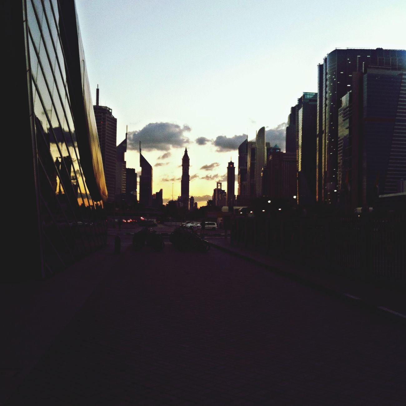 Public Transportation United Arab Emirates Skyscrapers Commuting