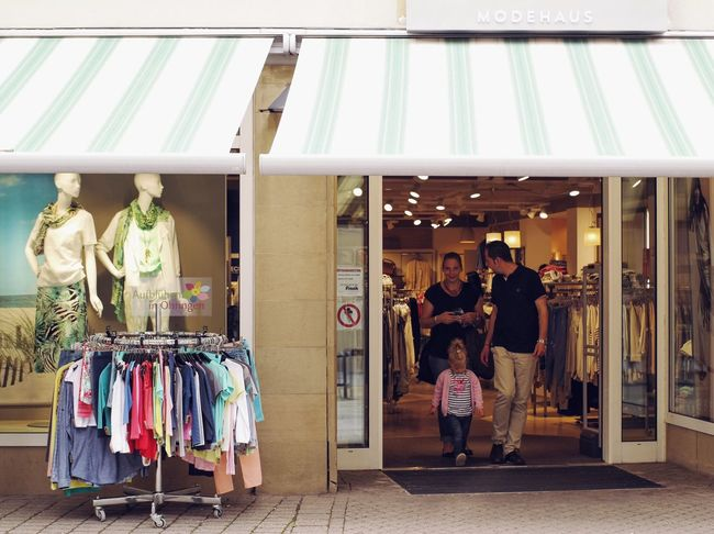 Family shopping... Shopping ♡ Shopping Time Family Family Time City Life Outdoors German Germany🇩🇪 Modehaus Clothes Shop Vscocam My Favorite Photo Found On The Roll Summer Days Enjoying Life Natural Light