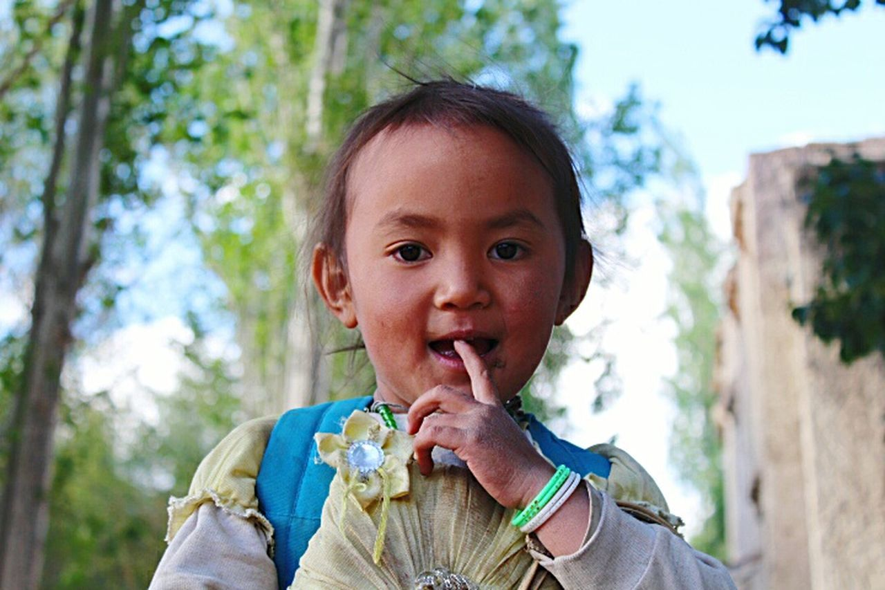Leh Ladakh Sunny Day Local People Children Photography Girl Power Girl Portrait Travel Photography Incredible India Trips Around The World Feel The Journey Children's Portraits Cute Girl Portrait People Photography Original Experiences Jammu And Kashmir Ladakh_lovers Ladakhi Girl Natural Light Portrait