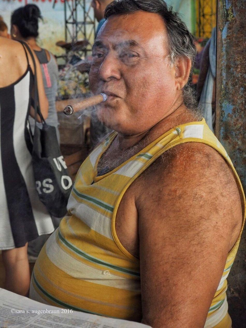 Smoking Cigar in the Market Portrait Olympus OM-D EM-1 Cuba Collection Cuba Cuban Havana Havana Cuba Cigar Cigar Smoking Cuban Market Mirrorless Smoke Cigarsmoke Portrait Of A Man  Portraits