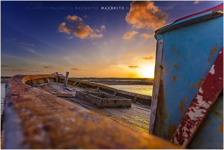 sou um barco há deriva sem remos nem leme ao sabor do vento e dos mares... Awe_inspiringshotz