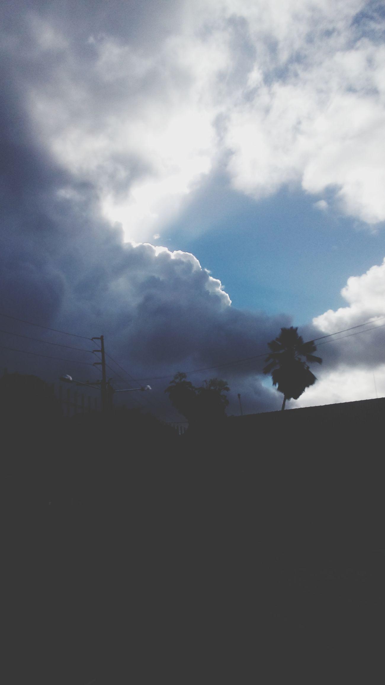 Lembre-se q a sempre luz em meio as trevas Sol Nuvem Lux Trevas Chuva