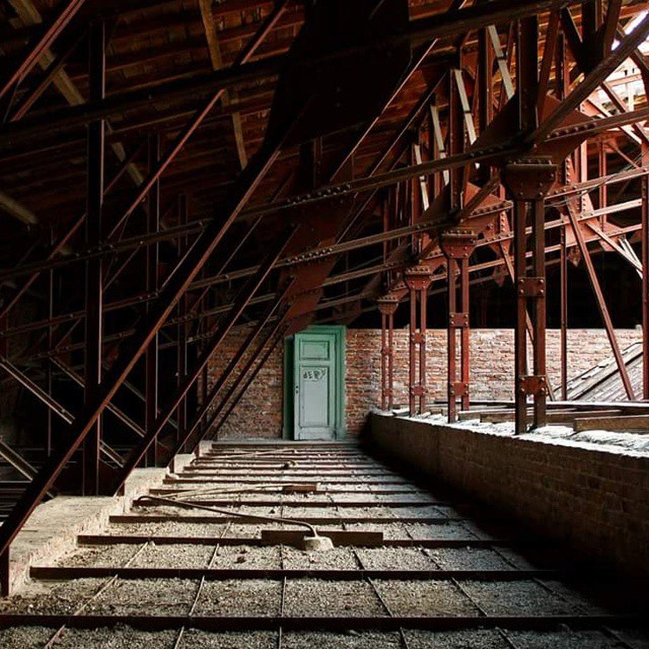 La porte du fond.. Laplata Grenier Escuelanormaluno Empty Places Color Photography