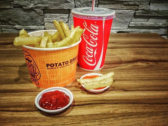 Crazy on Potatoes Nori_Powder_Fries Coca_cola .