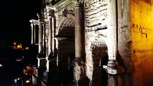 Fori Taking Photos Relaxing Monuments Monuments Of The World Fori Imperiali Roma EyeEm EyeEm Italy Eyem Best Shots Eye4photography  EyeEmBestPics Hello World Light And Shadow Light In The Darkness Artificial Light Architectural Detail Architectural Column