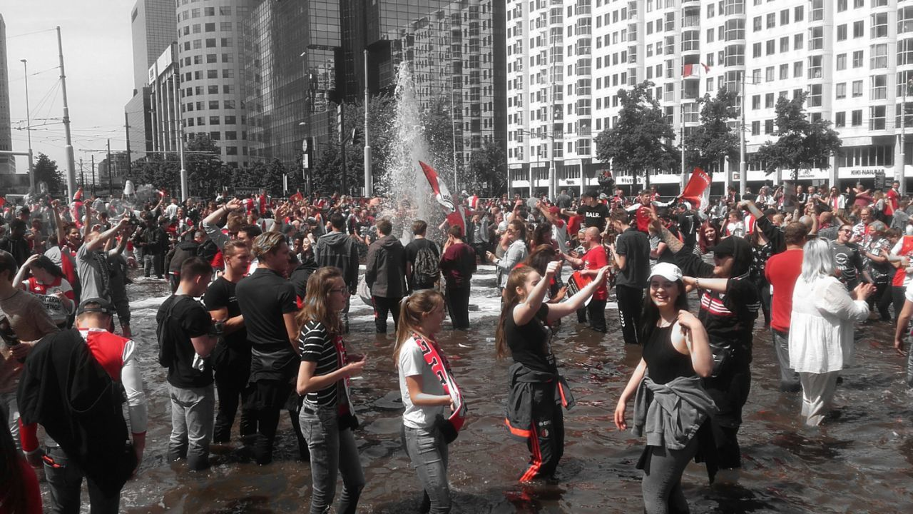 """Fountain of happiness"" People jumping into the water to celebrate that Feyenoord, the football club of Rotterdam won the dutch championship 🙌 Football Feyenoord Rotterdam Feyenoord City Large Group Of People Crowd Men Women Day Adult Togetherness Outdoors People Building Exterior Built Structure Cityscape Fountain Happiness"