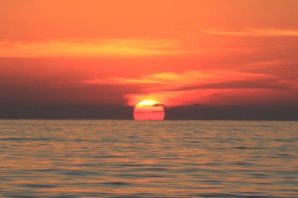 Mexico Zihuatanejo Beach Beach Life EyeEm Best Shots The Great Outdoors - 2016 EyeEm Awards EyeEm Nature Lover Love Sun Sunset Orange Sky Skyporn