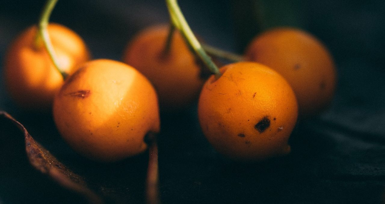 fruit, food and drink, healthy eating, food, orange color, close-up, no people, freshness, focus on foreground, indoors, day