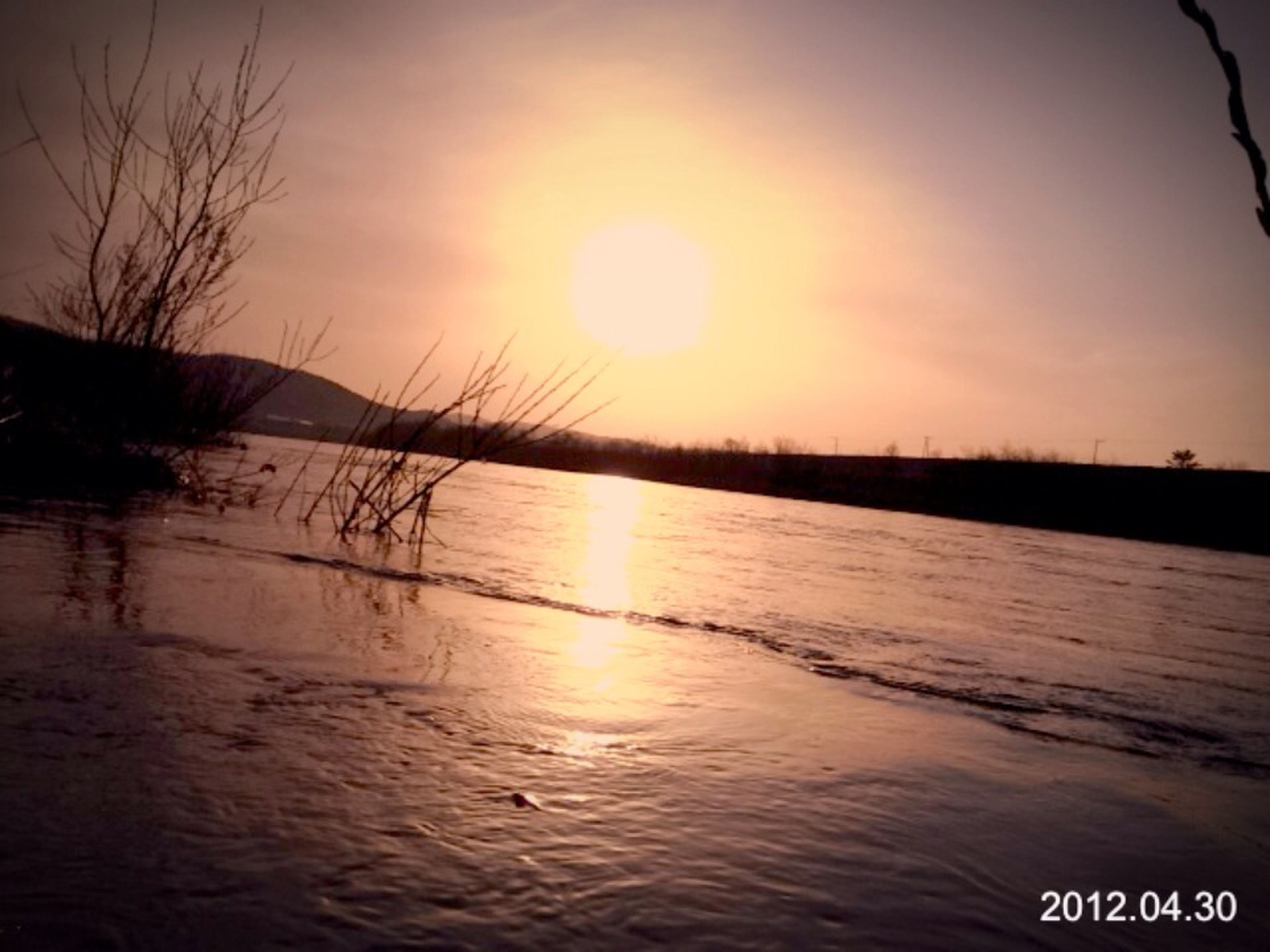 water, sunset, tranquil scene, tranquility, sun, scenics, reflection, beauty in nature, lake, nature, sky, idyllic, silhouette, sunlight, river, rippled, non-urban scene, outdoors, calm, no people