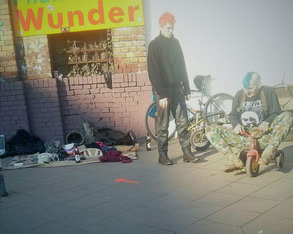 Berlin Vintage Shopping Mauerpark Punksnotdead