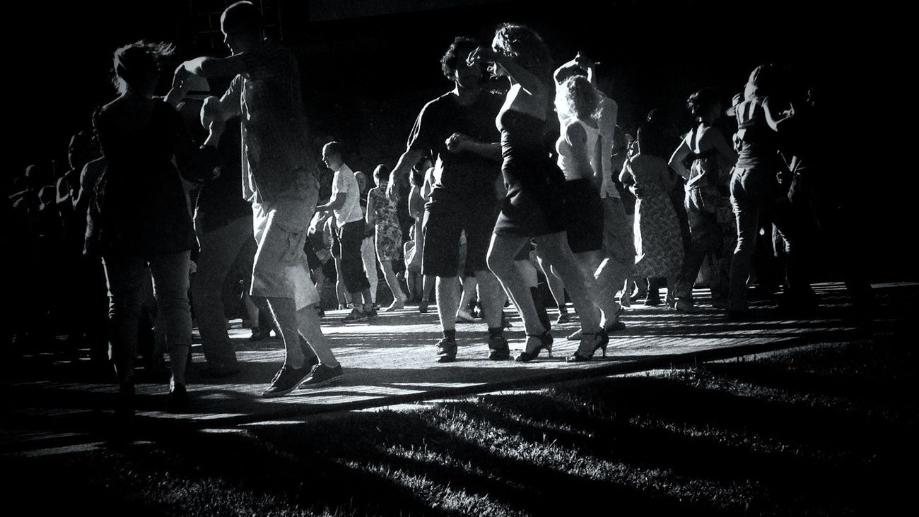 Dancing shadows wearing the golden crowns. Beautiful movement of the broken hearts. AMPt_community Blackandwhite