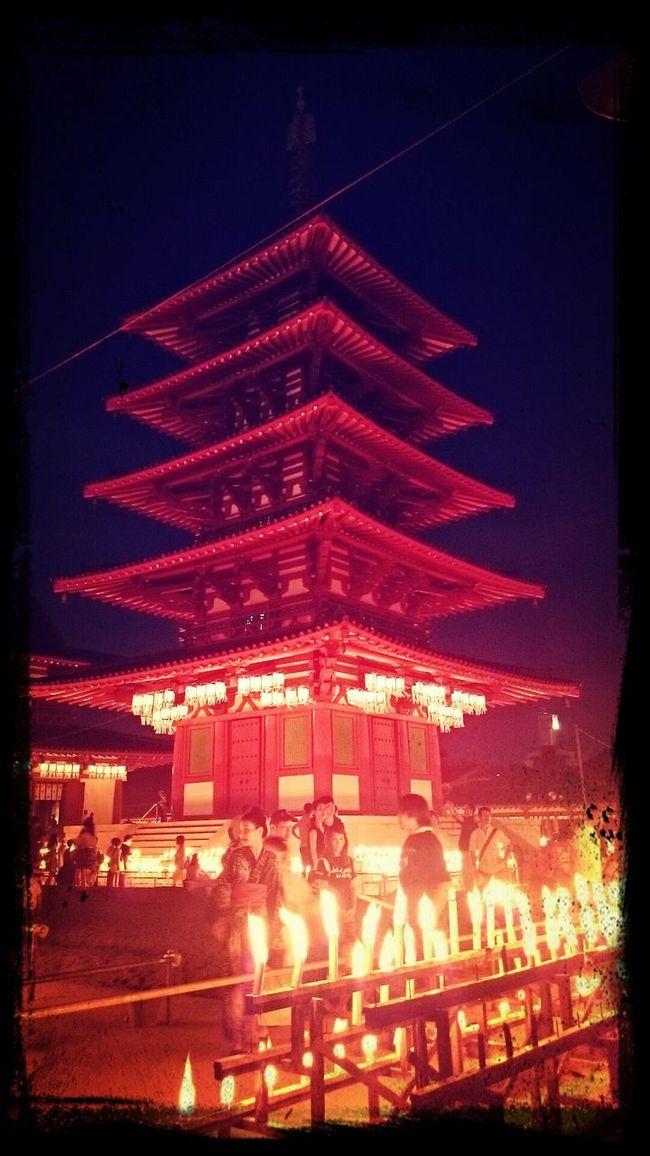 万灯供養法要。 Scorchingheat Five-storied Pagoda Red Light Candle