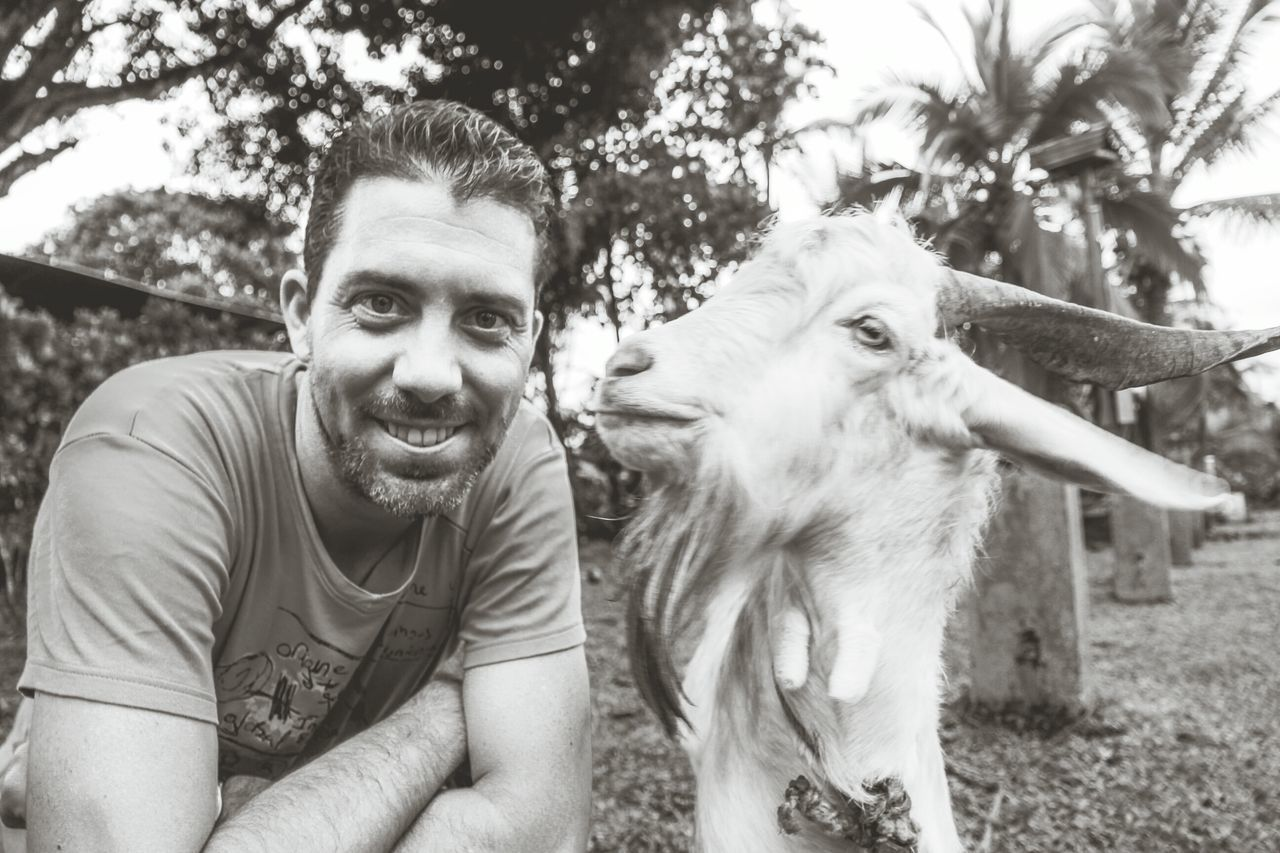 I think my new friend wants to kiss me 😂☺ Taking Photos Traveling Animals Travel Animal That's Me Hello World Enjoying Life Cheese! Hanging Out Check This Out Relaxing Hi! Selfie With An Animal Travelling Travelphotography EyeEm Nature Lover Selfie With My Friend Eye4photography  Travel Photography Costa Rica Animals In The Wild Animal Photography Goat Into The Wild