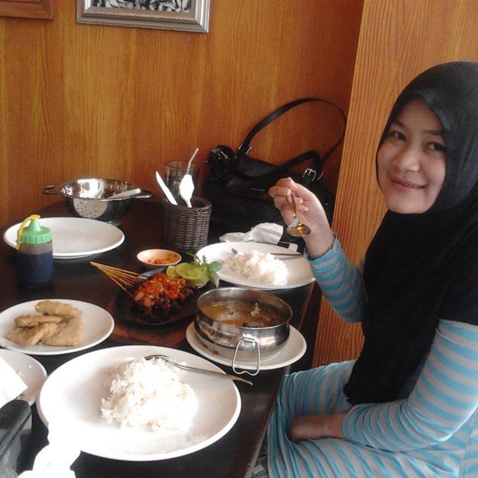 Makan yg banyak ya sayang,, biar dedebayi nya kenyang... Lastlunch Mallofserang Bistro Cafe Pregnancy Food Healthy Activity Kuliner indonesia