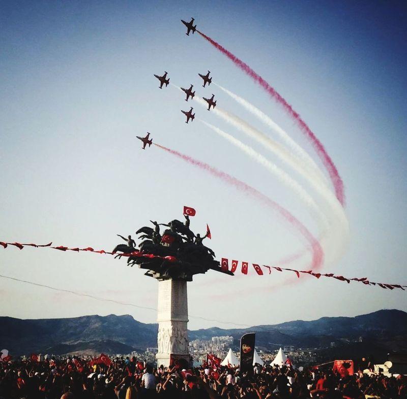 F16 Bayraklar 🇹🇷🇹🇷 Bayrak Türkyıldızları Ucak Soloturk Gösteri First Eyeem Photo