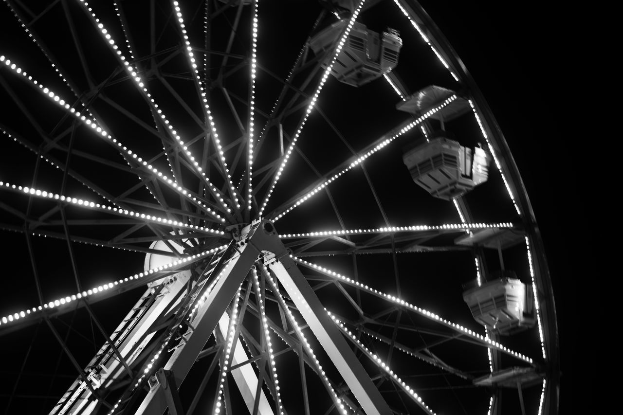 Night No People Pattern Low Angle View Illuminated Outdoors Sky Close-up Wideangle Lens This Week On Eyeem Texas Photographer Eyeemphotography EyeEm Gallery Black And White Collection! Low Angle View San Angelo Texas Ferries Wheel Collection Ferriswheel🎡 Ferriswheels
