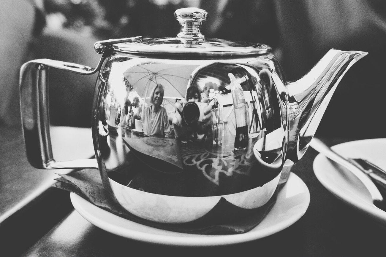 """Table Indoors  Day No People Théière Tea Tea Time Tranquility Blackandwhite """"les hommes aiment à se voir refléter dans des miroirs troubles"""""""