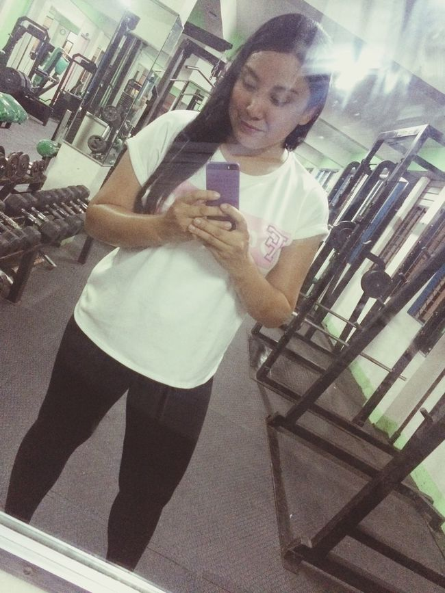 Sweating It Out Healthy Gym Selfie ✌ Gymfie