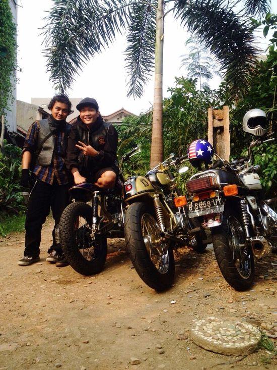 Jakarta Indonesia That's Me Hanging Out Enjoying Life Motorcycle Kawasaki Kz200 Kawasakilover Hi! That's Me Custom Motorbike