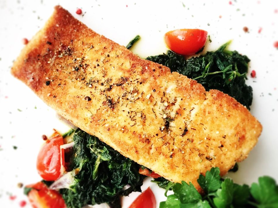 Salmon with spinach Food And Drink Food Close-up Healthy Eating Spinach Meal No People Salmon Salmonsteak Seafoods SEAFOOD🐡 Grilled Fish Directly Above Food And Drink