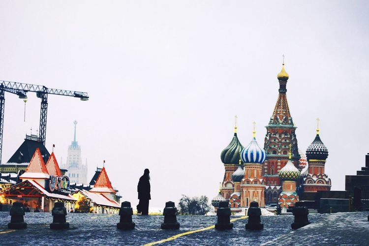 Travel Destinations Travel City Architecture Outdoors Day Cold Temperature Frosty Days Snow Yarmarkafest Winter Snowing Moscow, Москва Russia россия красная площадь Red Square Cloud - Sky Coldday City Life City One Person St Basil's Cathedral Built Structure
