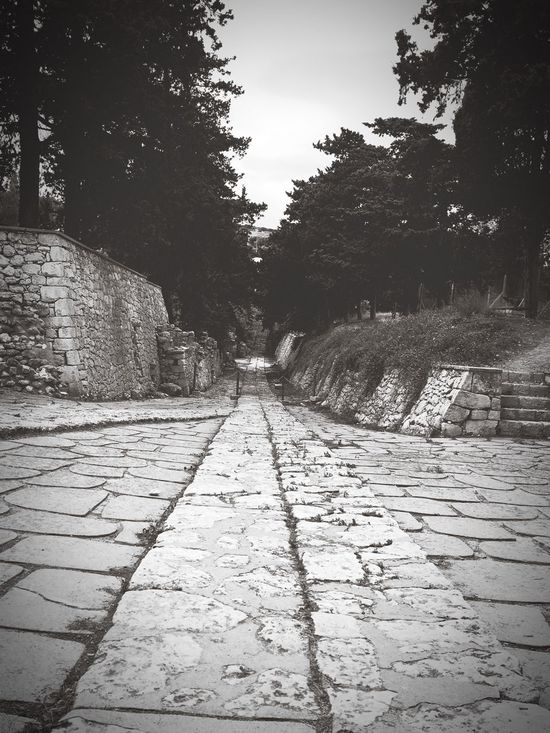 Road to the second palace of Knossos 👌🏼 Greece Knossos Historical Building IPhoneography Culture