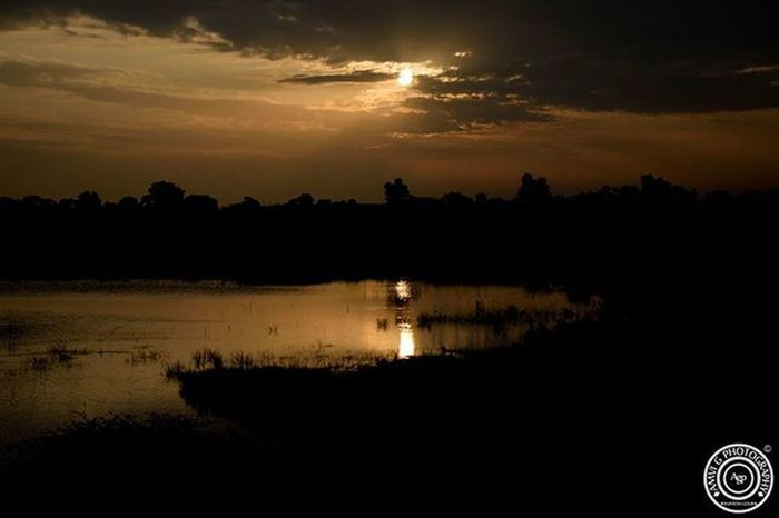 ©Amvi G Photography The Droughty Waters of Madhya Pradesh.. The rains are at their least and the Sun at its Max.. Now whatever gets wet, dries in a while too.. MP Gazab hai, Sabse Ajab hai Madhyapradesh Sunset Water Photographer Photowithamaning Photography Nikonschool Nikon Amvigphotography