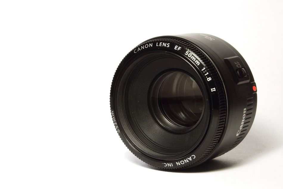 Canon EF 50mm f/1.8 II Lens Camera Simple Negative Space