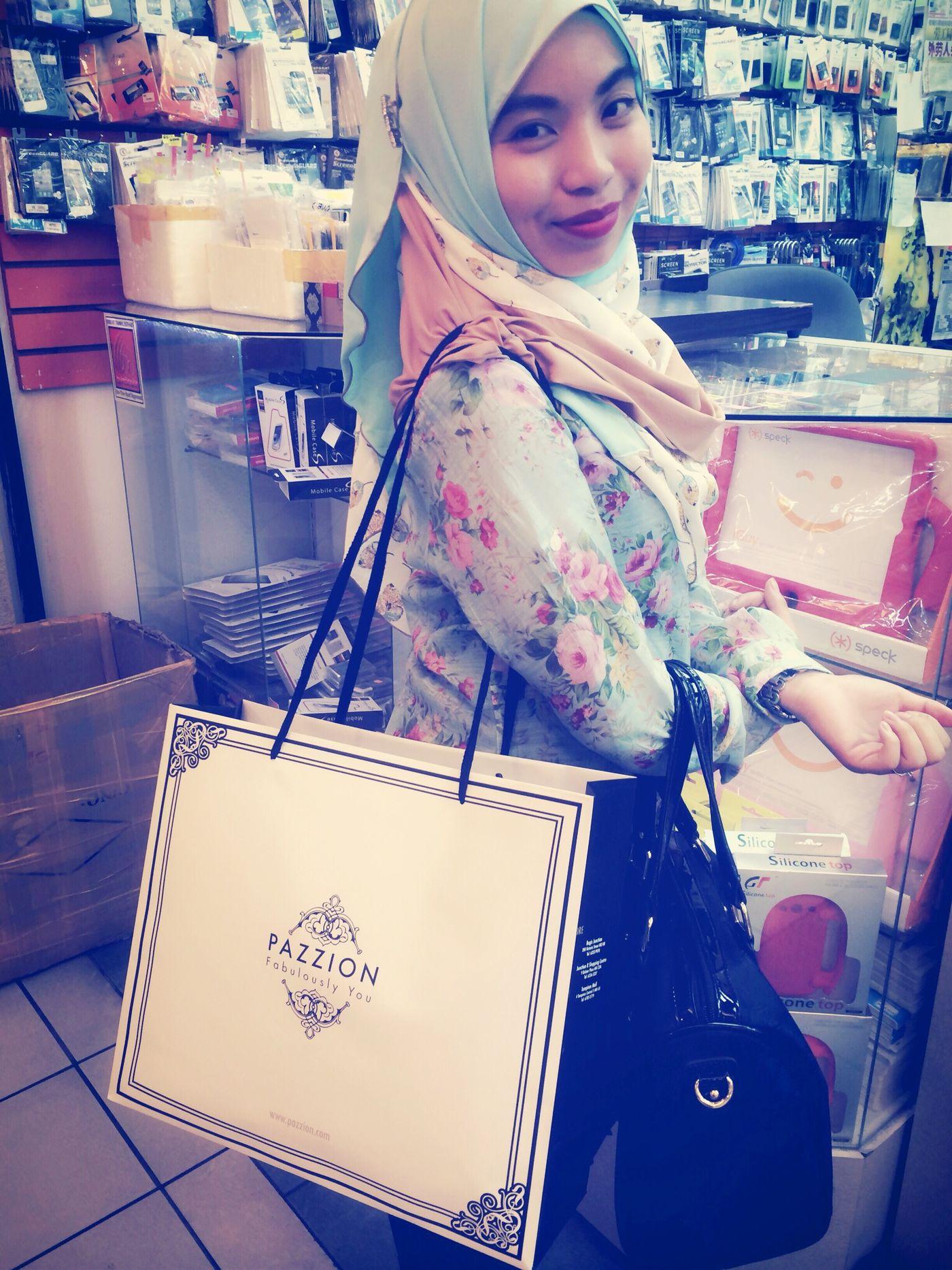 Girls just loved to shop! Shopping ♡ Pazzionlovers Brunei Darussalam New Heels