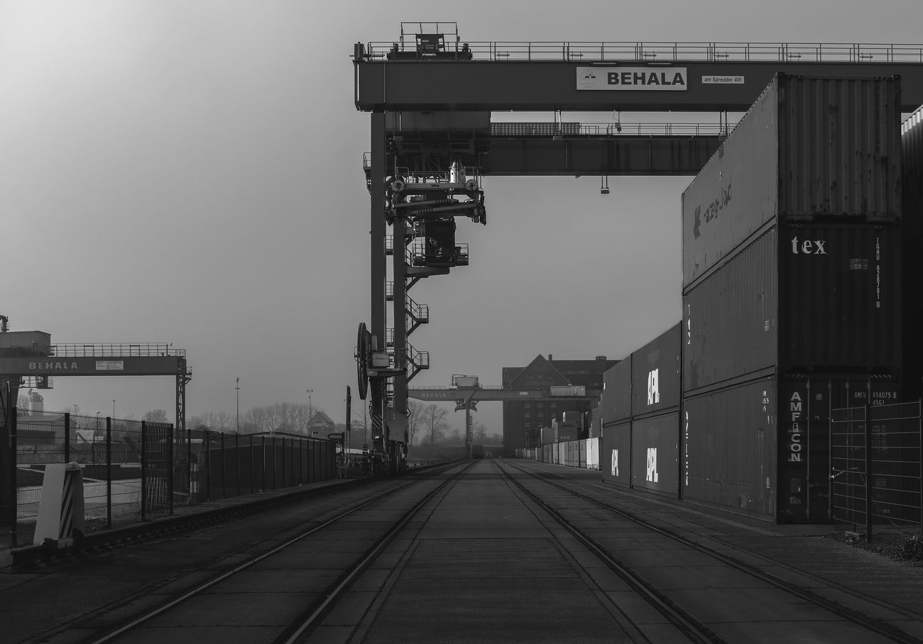 Winter Tristesse Outdoors No People Darkart Dark Industrial Building  Industrial Architecture Industrial Photography Moody Industriekultur Industrial Darkness And Light Bnw Bw Blackandwhite Berlin Westhafen Crane EyeEmNewHere Adapted To The City Stereotopie