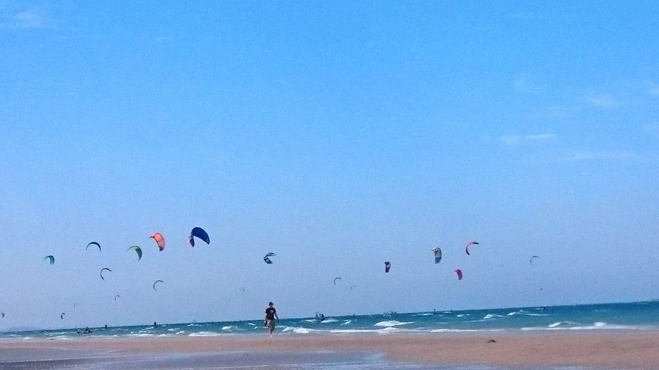 ⚓ Not enough for the blue sky and waves 🌊 Blue Sky Beautiful Eye Best Shots Fliegen Enjoying Life Sea Thai 🏊beach Waves TheBeach We Love The Beach Naturephotography MyGallery Sony Xperia Z3 Compact Beautiful Day ThaiBeach Fly Winbsurfing Primme@Reist My Gallery Fotos By Primme